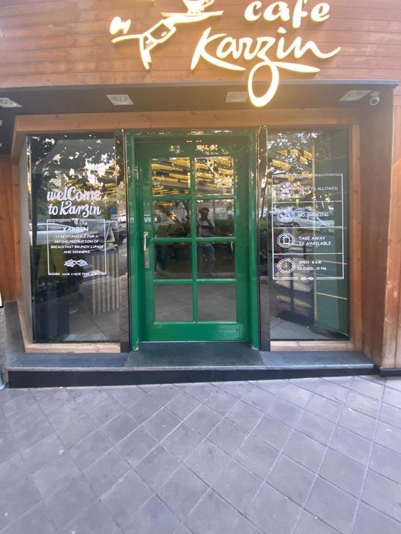 استیکر کافه کارزین درب ورودی